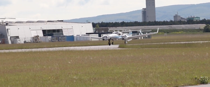 Watch: Autonomous Plane Makes First Successful Landing In Germany  - The Reports