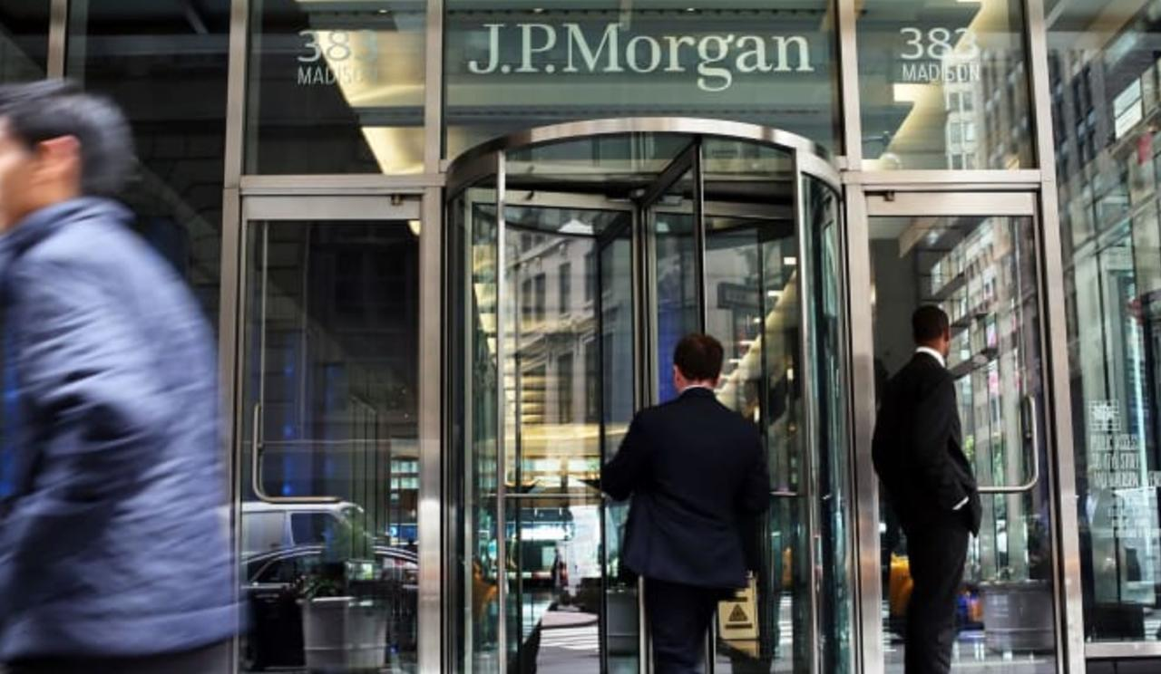 JPMorgan Traders Complain Bank Didn't Warn Them About Recent COVID-19 Outbreak