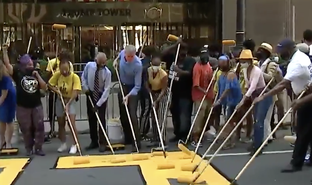 NYC Mayor De Blasio Helps Paint 'Black Lives Matter' Outside Trump Tower