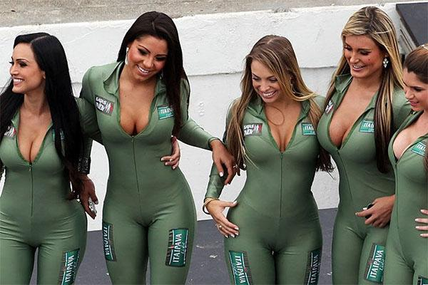 Remarkable, Hot nascar women especial
