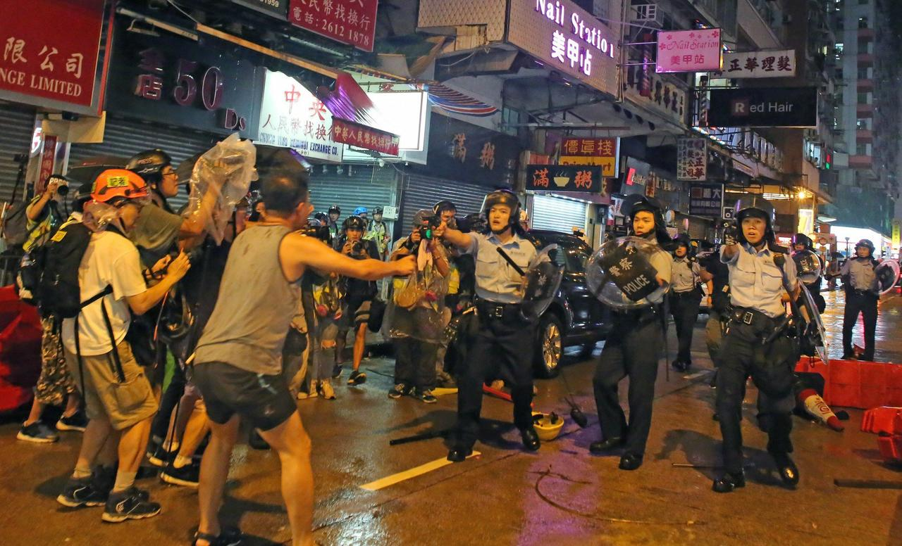Hong Kong Police Use Water Cannons For The First Time, Fire Live Warning Shots After Protesters Hurl Bricks And Fire Bombs [VIDEO]