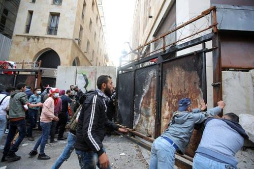 """We Are Hungry"" - Violent Protests Erupt As Lebanon 'Hyperinflation' Accelerates"