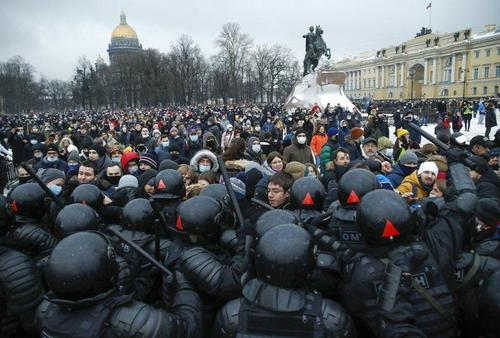 Pro-Navalny Protesters & Riot Police Clash Across Several Russian Cities